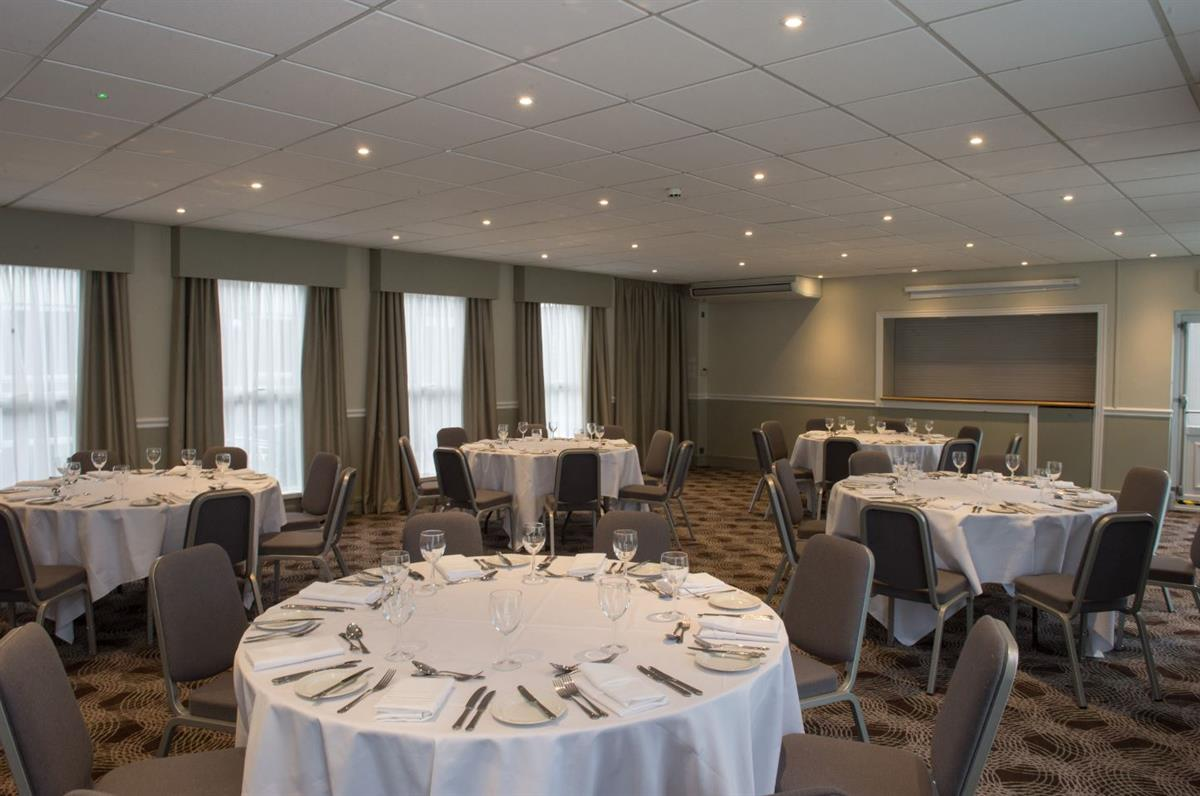 #81634A Holiday Inn Leeds Garforth Meeting Venue Business  Best 8583 Air Conditioning Courses West Yorkshire photos with 1200x796 px on helpvideos.info - Air Conditioners, Air Coolers and more